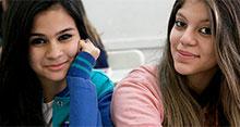 Nalini assina documento que autoriza obras em escola de Valinhos, em São Paulo