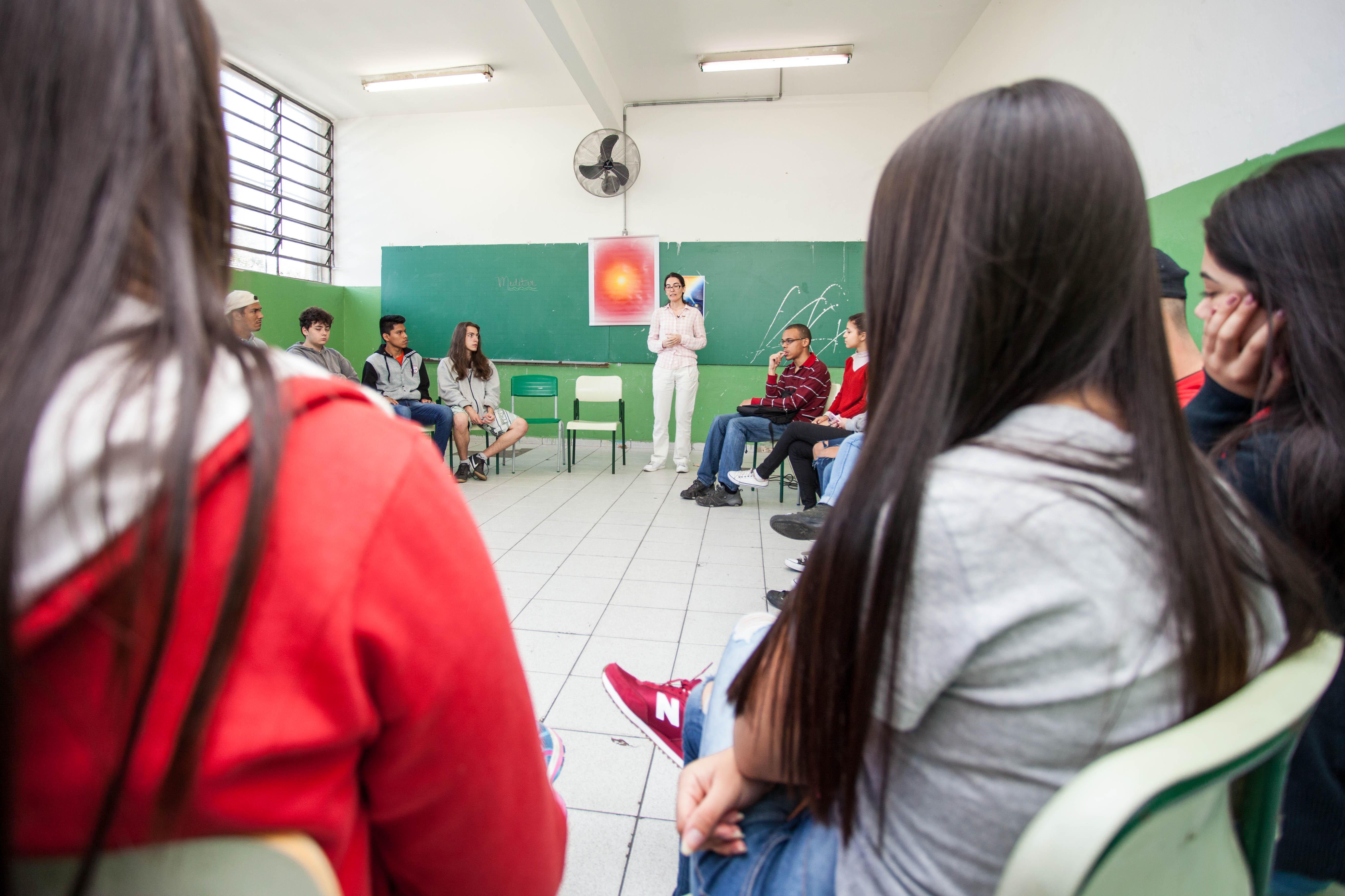 Alunos da escola Joaquim Luiz de Brito participam de aula de meditacao para ajudar nas preparacao da prova do ENEM. Data: 20/09/2017 LOCAL: Sao Paulo SP FOTO: Marcelo S. Camargo/A2IMG