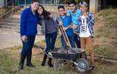 Mutirão com 600 voluntários dará novas cores e espaços de convívio a duas escolas da rede