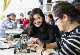 Formação leva estudantes de São Carlos para dentro de instituto de física