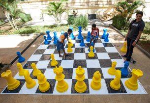 Alunos da rede estadual podem se divertir e aprender com o xadrez