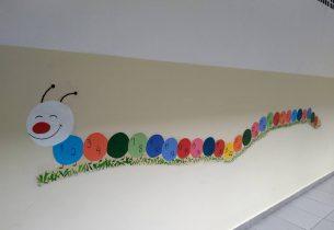 Unidade de ensino registra mensagens de alunos nas paredes das salas