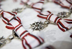 Servidores são homenageados com Medalha Caetano de Campos