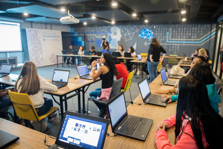 Alunas da rede estadual ganham evento sobre Tecnologia, em São Paulo, pelo Dia Internacional das Garotas em Tech
