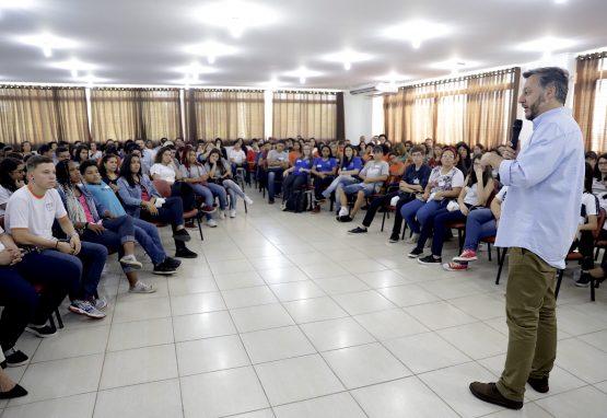 João Cury se reúne com alunos da Baixada Santista