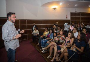 João Cury recebe gremistas na sede da Educação