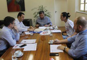João Cury recebe presidente da UMES para discutir reivindicações e parcerias