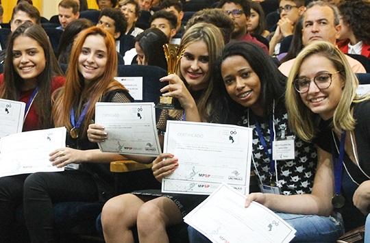 Alunas da E.E. Prof. Luiz Castanho de Almeida, de Bauru, foram as vencedoras da 3º edição do concurso