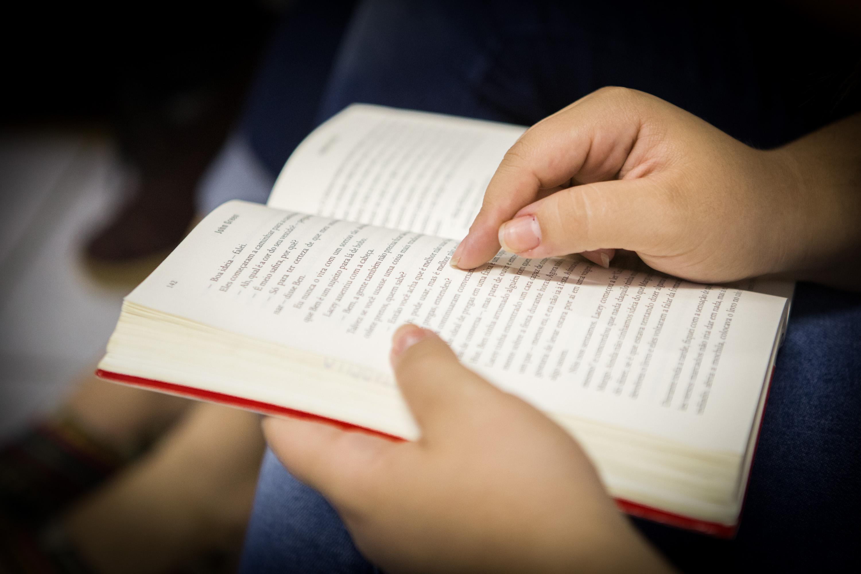 Pauta fotográfica com os alunos da E.E. Italo Betarello, na sala de leitura.Data: 21/09/2015. Local: São Paulo/SP.  Foto: Diogo Moreira/A2img