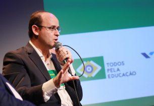 Secretário participa de seminário internacional de educação