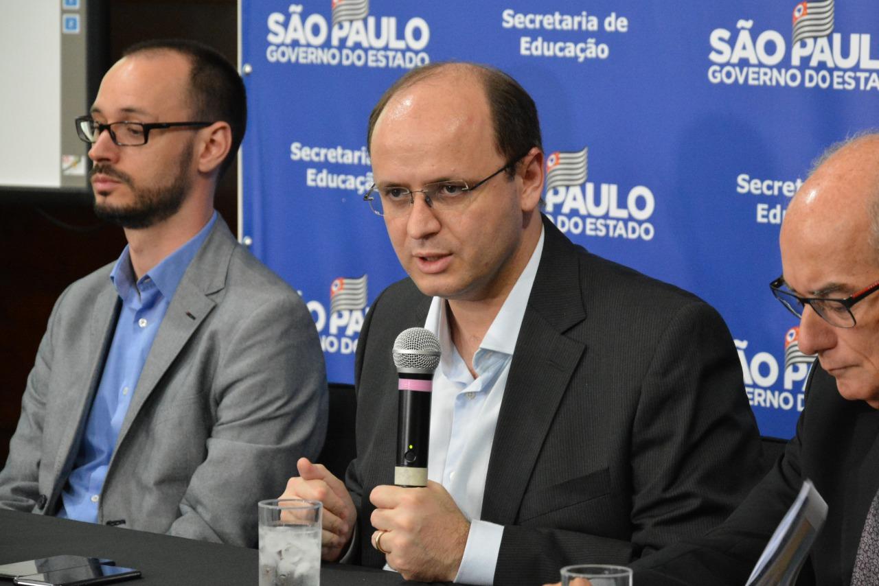 Secretário Rossieli Soares detalha os dados sobre o Saresp em coletiva na Secretaria da Educação