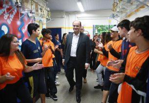 Secretário da Educação prestigia Dia D contra a dengue