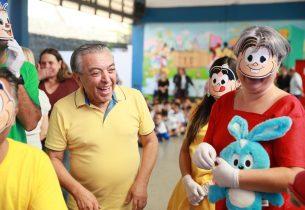Risos, emoção e aula de desenho: como foi a visita de Mauricio de Sousa a uma escola da rede pública