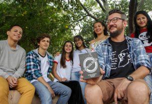 Emoções e filosofia. Temas de um livro de poesia elaborado por estudantes de escola estadual em Araraquara