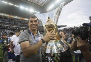 Fabio Carille, técnico campeão pelo Corinthians, envia mensagem para estudantes da rede