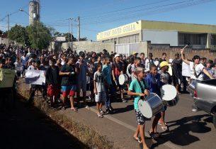 Escola em Valparaíso promove passeata de conscientização sobre a dengue