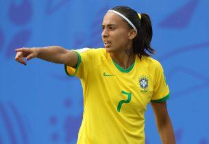 Andressa Alves, da Seleção Brasileira, envia mensagem para estudantes da rede