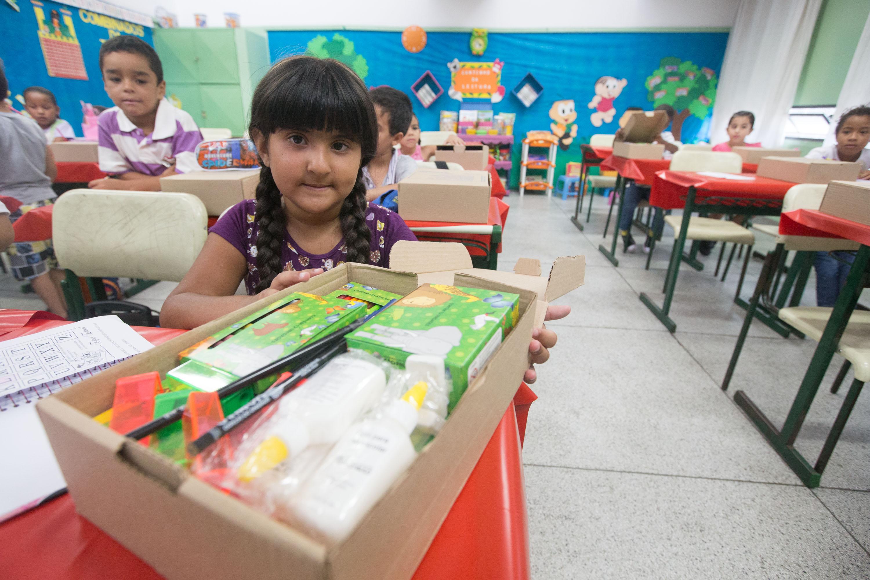O retorno à sala de aula também foi marcado pela entrega dos kits escolares pela Educação