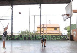 Com projeto de voluntário, Escola da Família forma jogadores profissionais de basquete