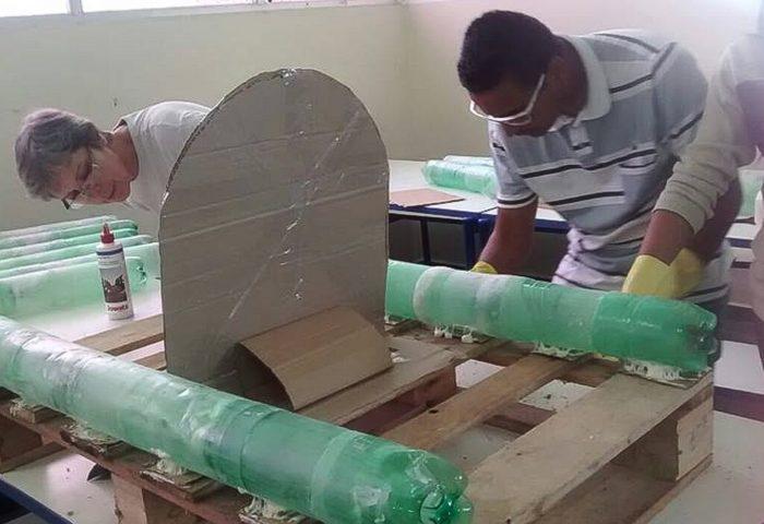 Grêmio Estudantil Cria Casinhas Com Garrafas Pet Para Abrigar