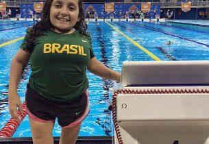 Atleta paralímpica da rede estadual acumula mais de 100 medalhas na natação