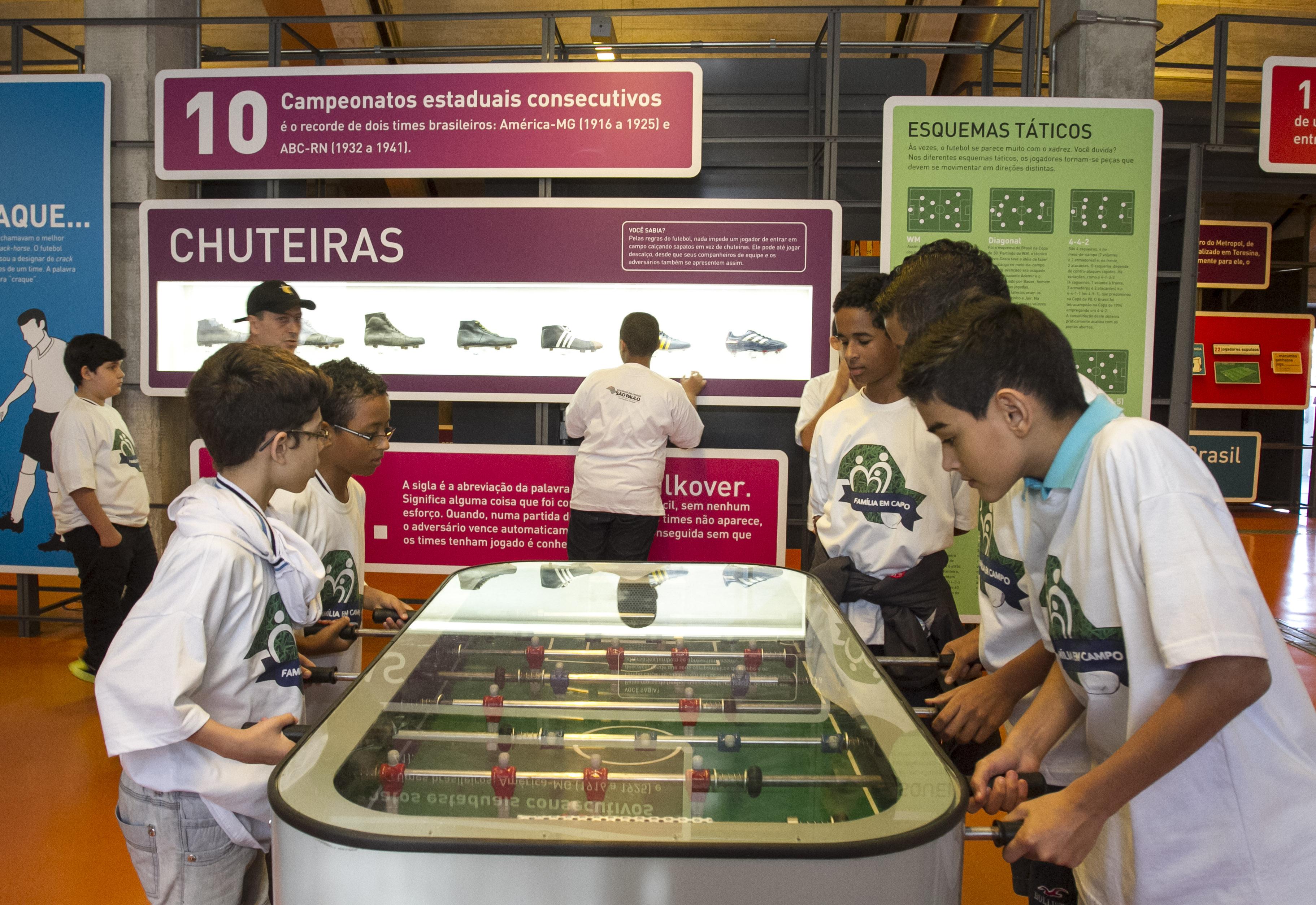 Alunos da rede estadual visitam Museu do Futebol